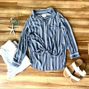 EUC American Eagle Relaxed Fit Tie Shirt